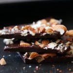 חטיף שוקולד שקדים וצ'ילי