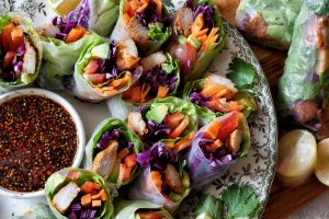 ספרינג רולס ירקות ורצועות עוף